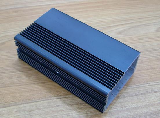 电动汽车换电系统散热器